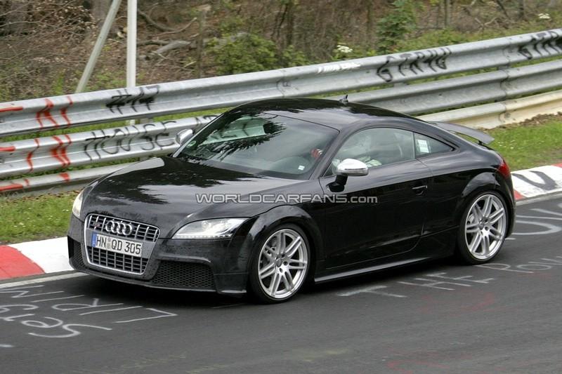 Photo de l\'Audi TT RS en train d\'être essayée sur circuit