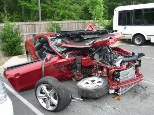 504x_2010_Mustang_GT_Crash_1