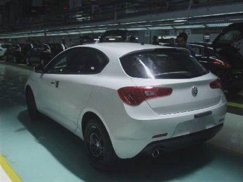 Alfa-Romeo-Milano-1