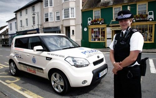 british-police-of-Sussex-go-on-patrol-with-kia-soul