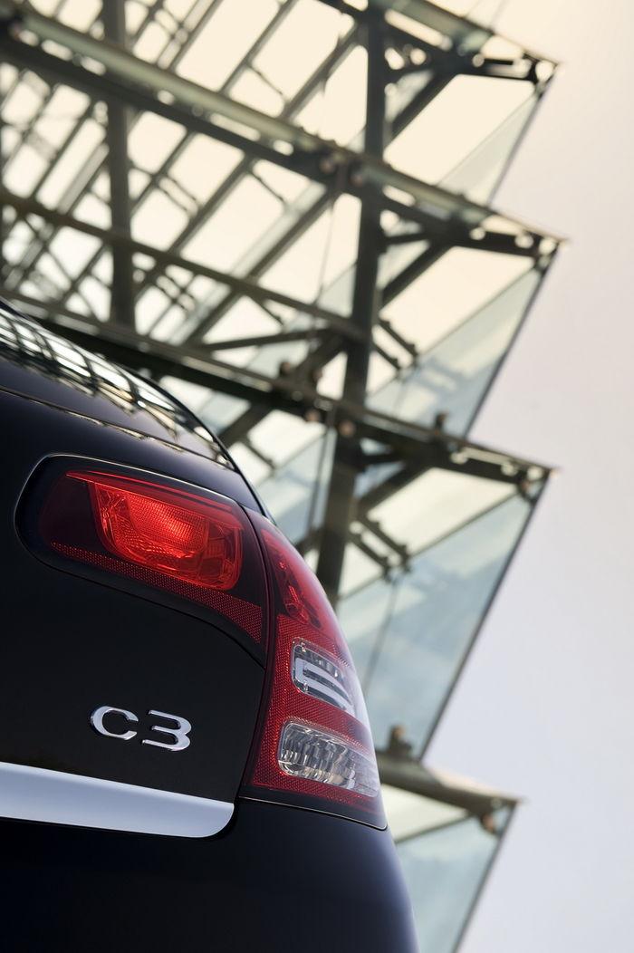 2010-Citroen-C3-27