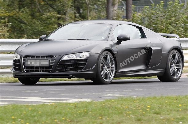 Audi-R8 CS
