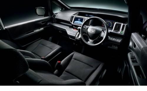 2010-Honda-Step-Wagon-12