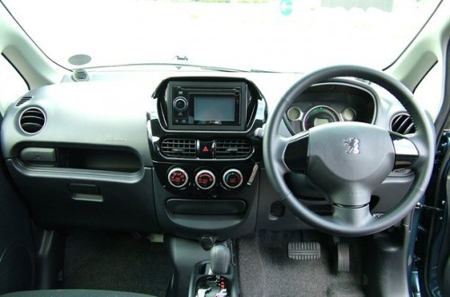 Peugeot-iOn-7