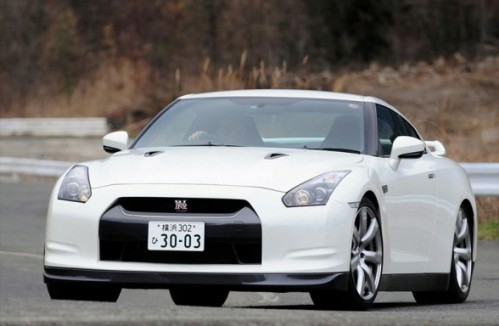 2010-nissan-gt-r-front