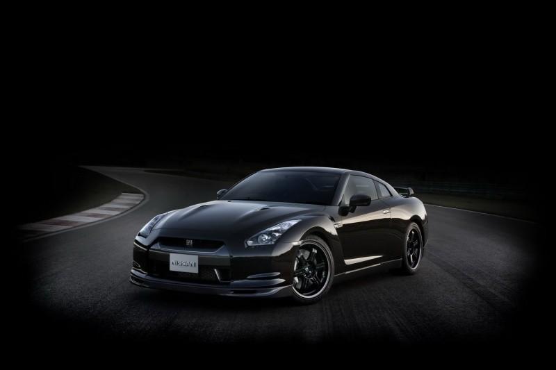 2011-Nissan-GT-R-SpecV-1