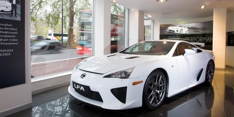 Lexus-LFA-at-Park-Lane-show-room-London