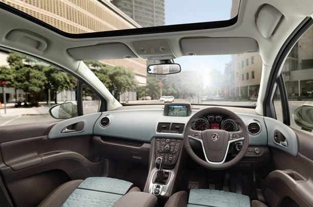 Vauxhall-Meriva-2010-dashboard