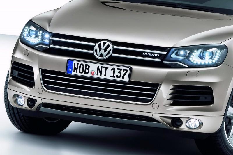 2011-Volkswagen-Touareg-14451