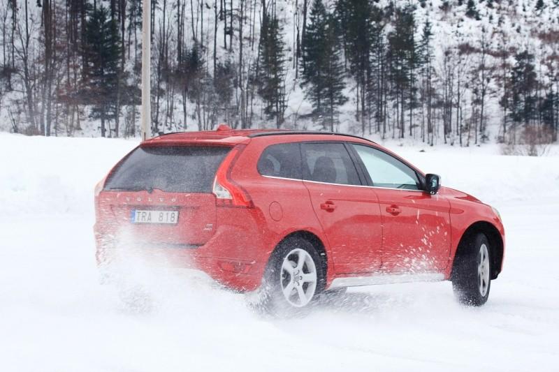 Volvo_XC60_R-Design_11