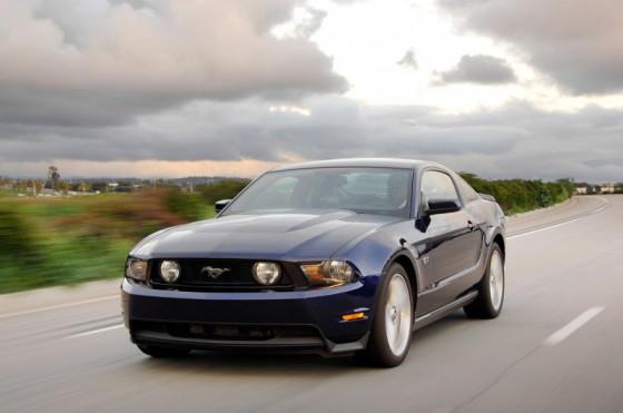 Photo Ford Mustang GT 2011 412hp 5L V8 560x371 Ford Mustang GT 2011 : Elle est de retour avec le 5.0 L