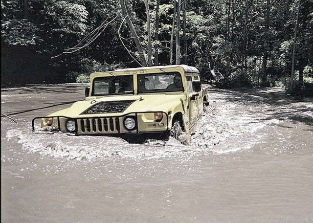 hummer H1 in the water