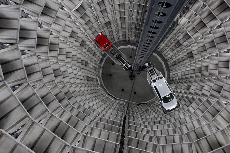 vw_autostadt_car_tower