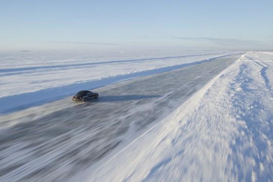 Bentley on ice : Plus de 330 km/h en cabriolet   (vidéo)