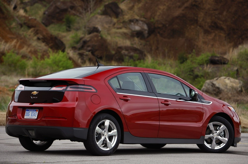 http://cdn.blogautomobile.fr/wp-content/uploads/2011/04/2011-Chevrolet-Volt-rear-view.jpg