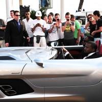 FP 7339643 BARM Celeb Cannes 051911 200x200 Festival de Cannes 2011 : Kanye West préfère se la péter en SLR Stirling Moss plutôt quen Latitude dCi !