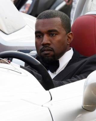 full wenn5657568 319x400 Festival de Cannes 2011 : Kanye West préfère se la péter en SLR Stirling Moss plutôt quen Latitude dCi !