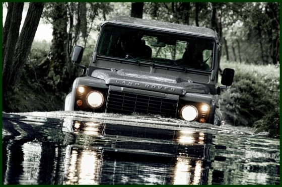Land_Rover_Defender_MY2012_06-560x372