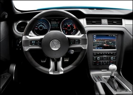 Photo 2013 ford gt500 convertible t. chin.4 560x398 Ford Mustang Shelby GT500 Cabriolet : Le cabriolet à la moteur V8 le plus puissant du marché en approche