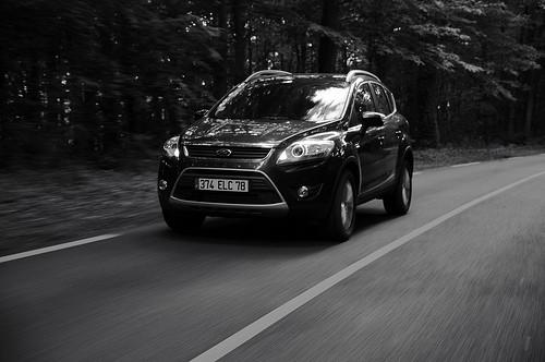 Ford Kuga en noir et blanc