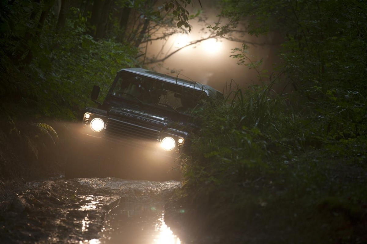 Land-Rover-Defender-2013