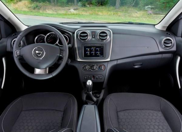 Photo Dacia Logan Sandero TDB 2013 600x435 Dacia : Les nouvelles Logan et Sandero 2013 sont arrivées [MàJ photos HD]
