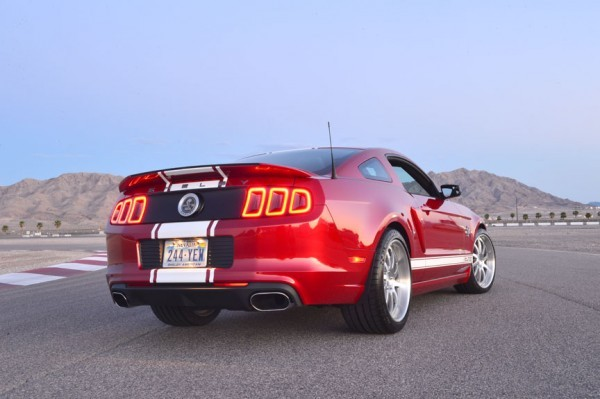 Photo Ford Mustang Shelby GT500 Supersnake 2012.2 600x399 Shelby GT500 Super Snake 2013 : Le démon shabille en Shelby