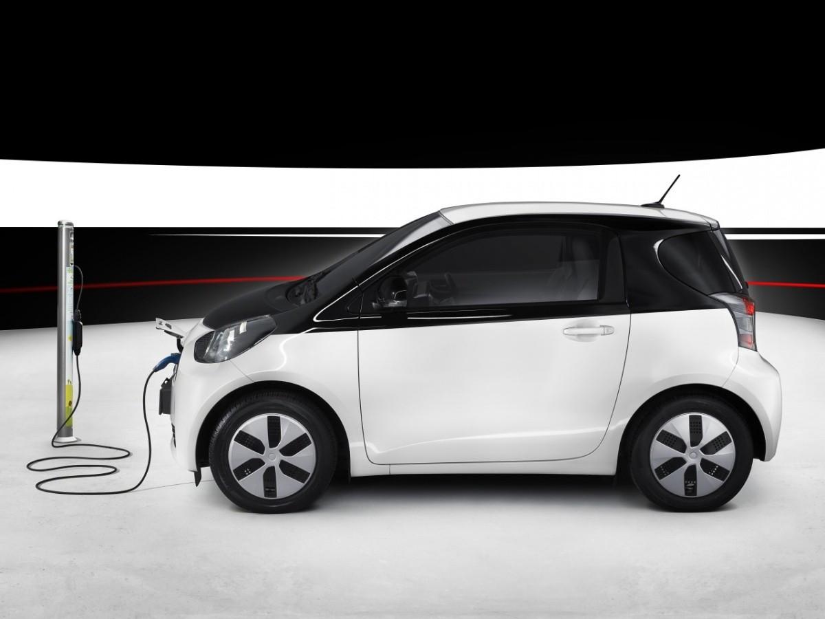 Toyota-iQ-EV-2013