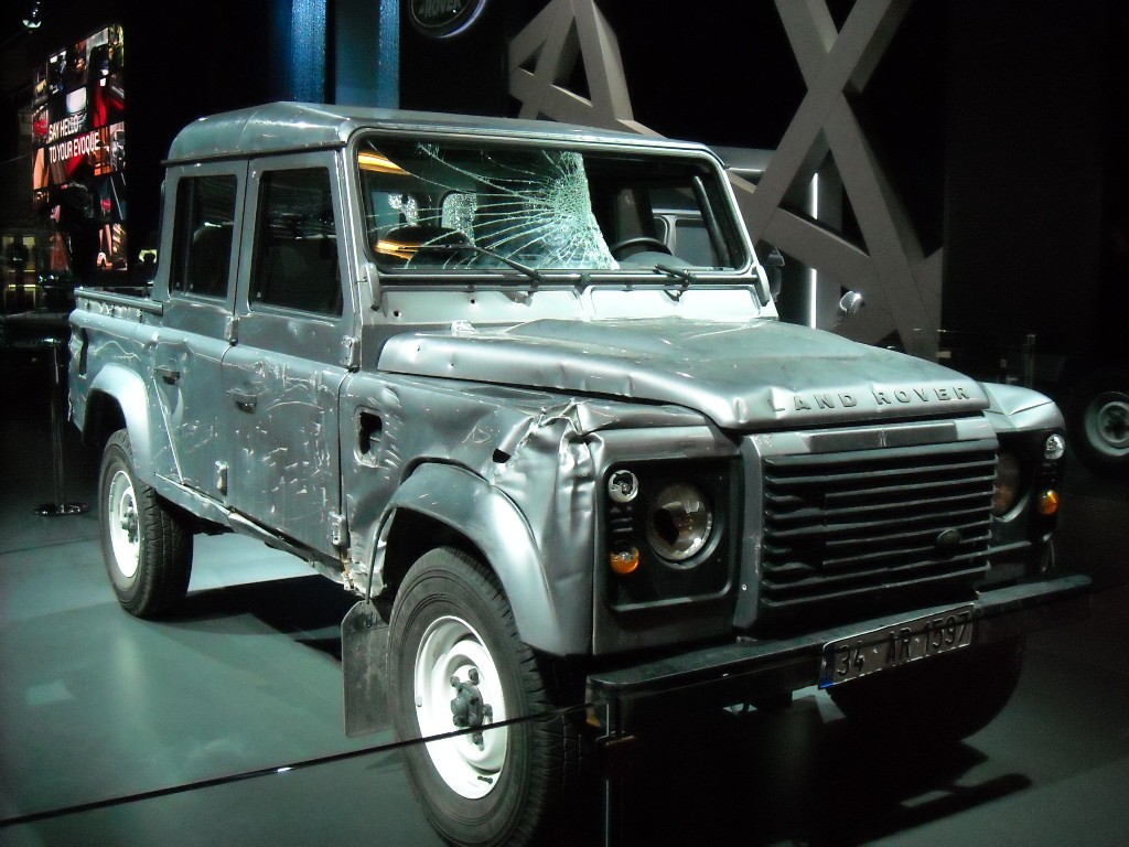 Land Rover Defender - Skyfall - Mondial de l'Automobile