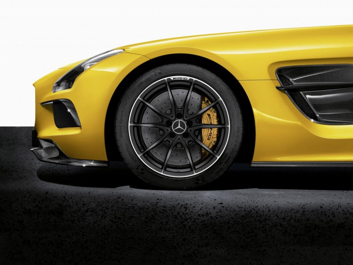 2014-mercedes-benz-sls-amg-black-series