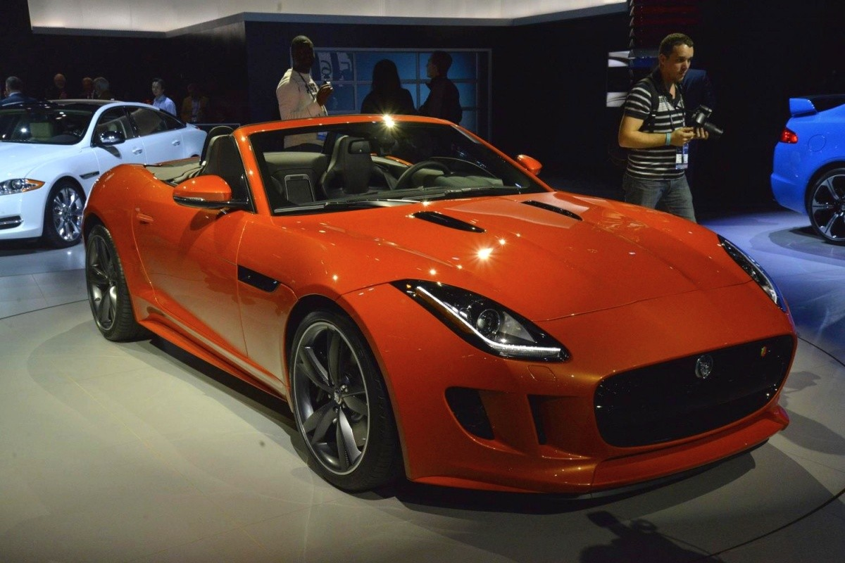 Jaguar-F-Type-Firesand-Black-Pack