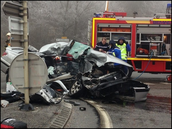 accident peugeot 406