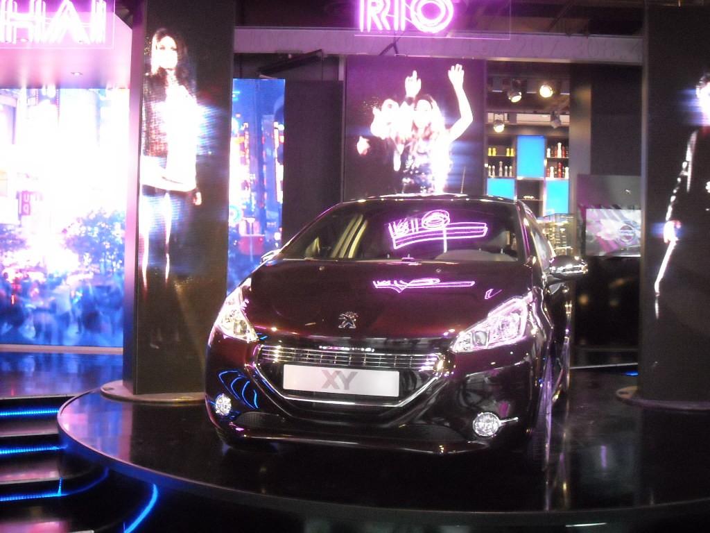 Peugeot 208 XY Light up the city (13)