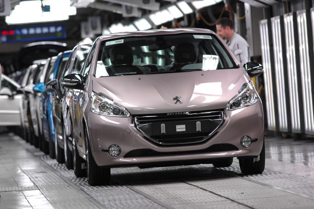 Peugeot 208 _ Montage (9)