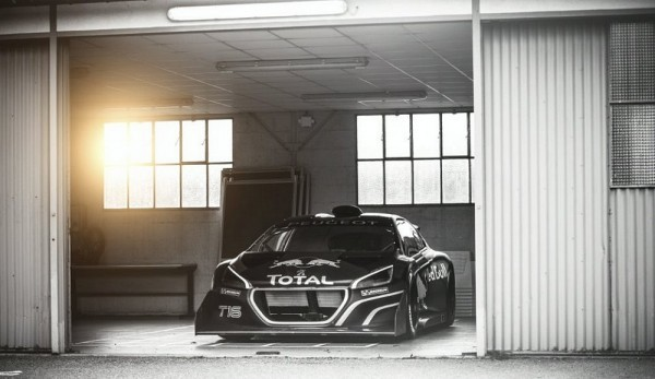 Photo Peugeot 208 T16 Pike Peak.10 600x347 Peugeot 208 T16 Pikes Peak : Loeb Machine  (vidéo)