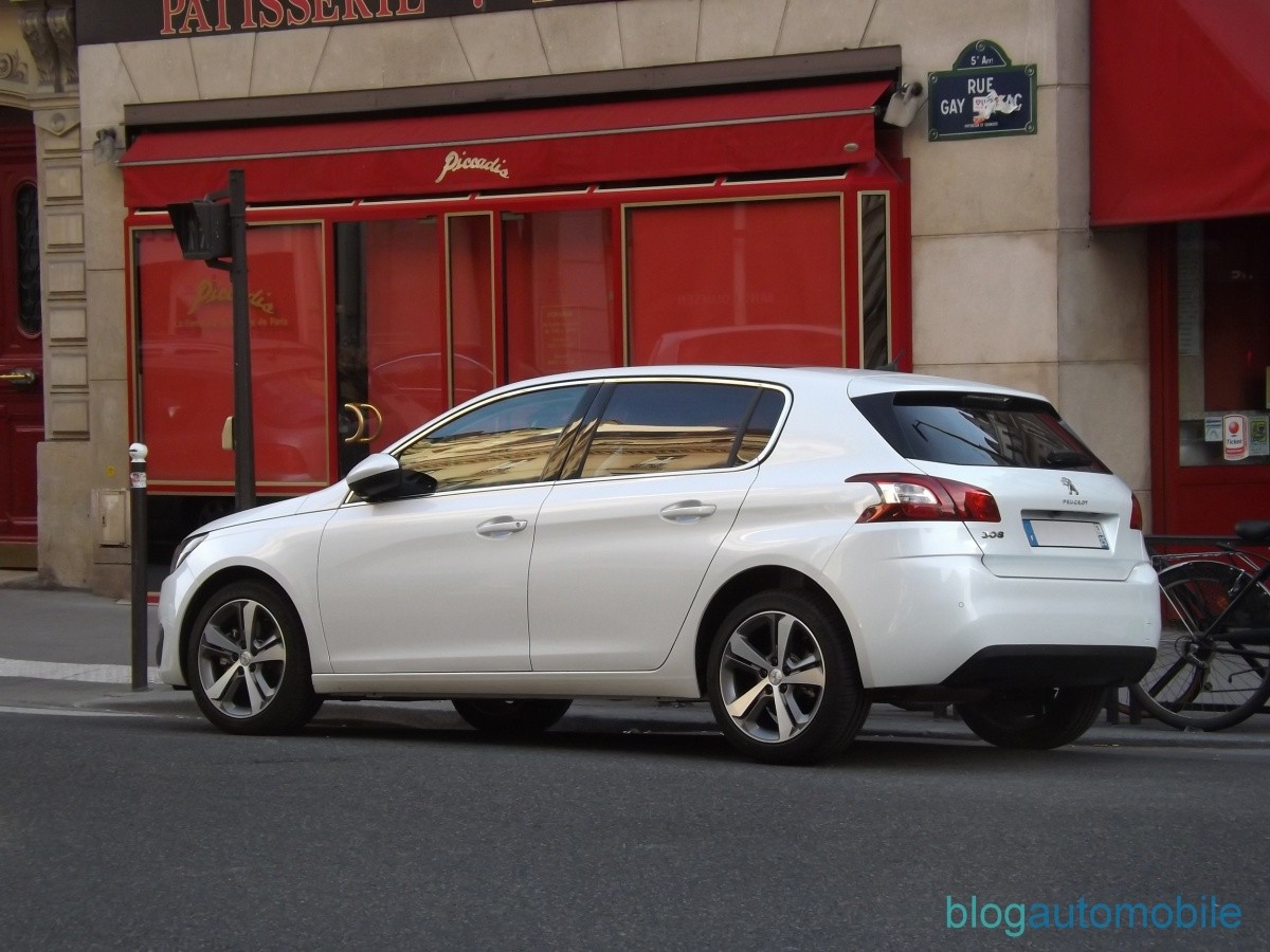 en images la peugeot 308 ii en balade dans paris blog automobile. Black Bedroom Furniture Sets. Home Design Ideas