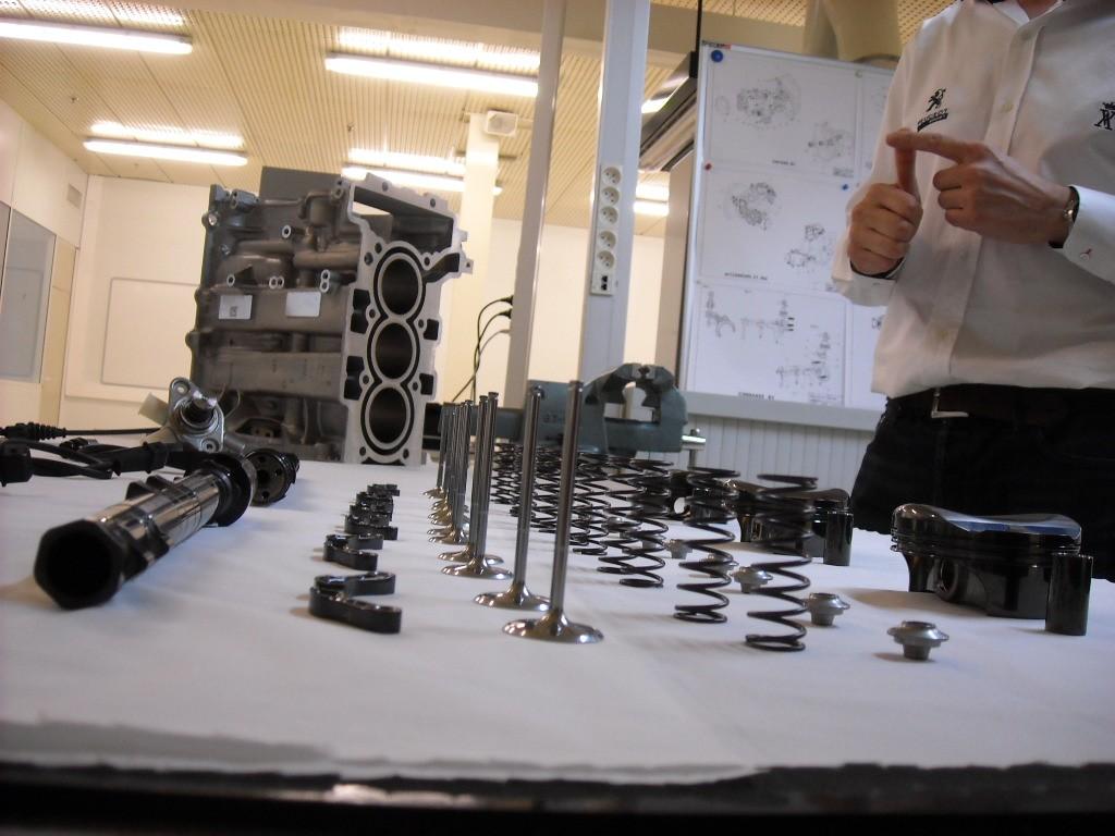 moteur 208 Hybrid FE (12)