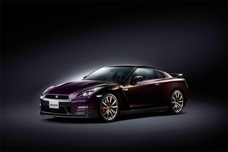 GT-R avec la nouvelle livrée midnight purple