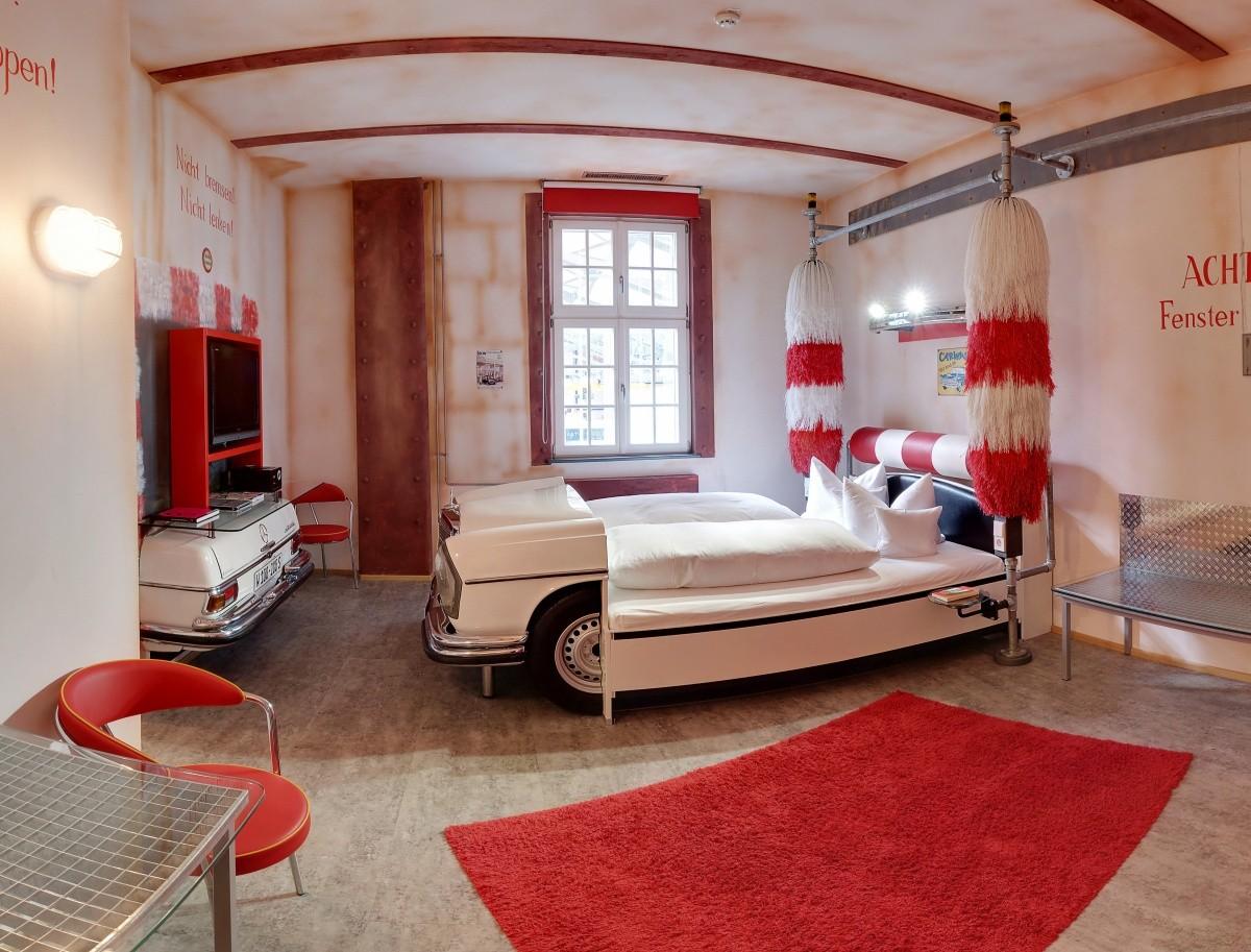 V8-Hotel-Themenzimmer-CarWash-01_Hoppe