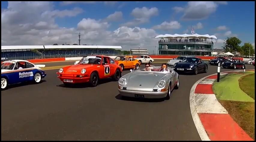 1208 Porsche 911 à Silverstone
