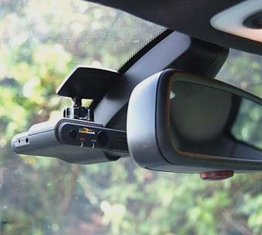 bientôt une dashcam embarquée pour surveiller ce qui se passe dans la voiture