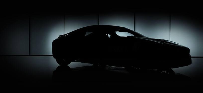 BMW i8 dans l'ombre