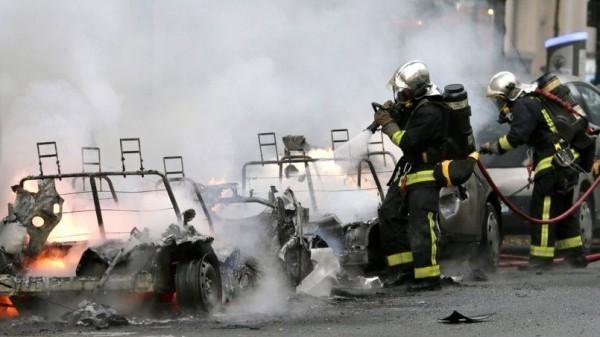 Autolib en feu à Paris dans le 11eme.0