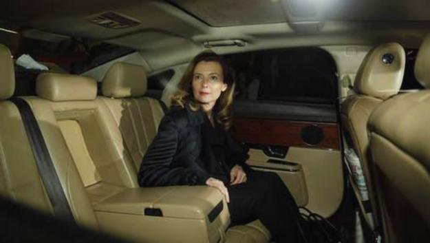 Madame Trierweiler, Jaguar est heureux de contribuer à votre détente à bord d'une XJ châssis long