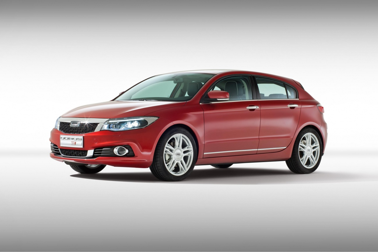 World Premiere Qoros 3 Hatch - front quarter