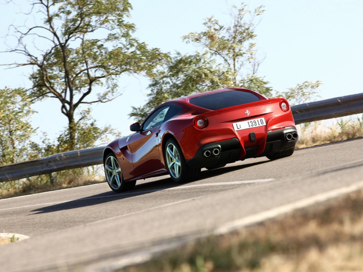 http://cdn.blogautomobile.fr/wp-content/uploads/2014/06/Ferrari-F12berlinetta_2013_1600x1200_wallpaper_85-1200x900.jpg