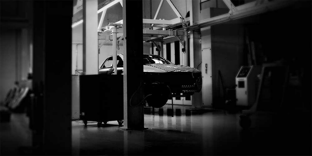 Teaser Aston-Martin-Lagonda-Serie 3- 2015