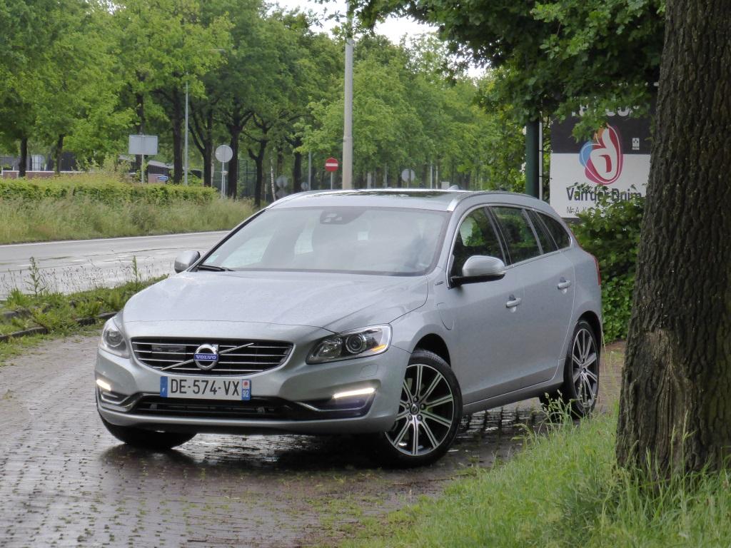 Volvo V60 D6 AWD Plug-in Hybrid 26