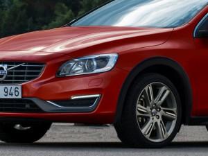 Volvo V60 CrossCountry par Khalil pour couv'