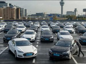Aéroport d'Amsterdam Shiphol choisit Tesla Motors.1